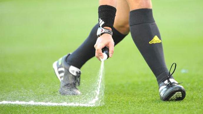 اعتماد الرذاذ المتلاشي رسمياً في الدوري الإنجليزي الممتاز