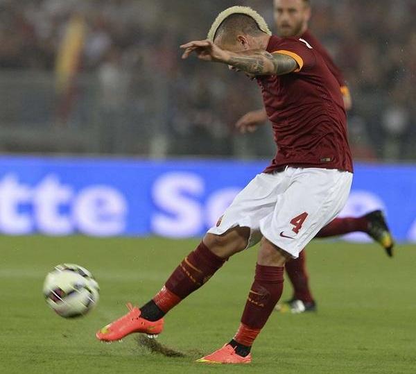 روما يقنع ويتغلب على فيورنتينا