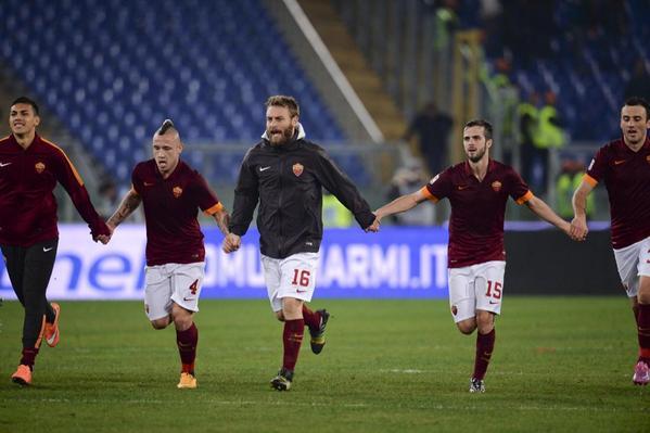 روما يتغلب على تشيزينا ويلتحق بيوفنتوس في صدارة الدوري الإيطالي