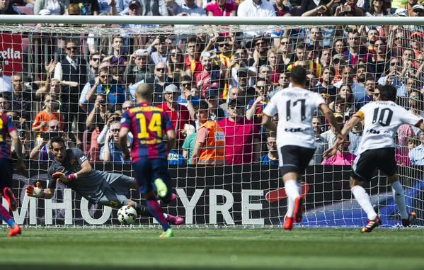 فيديو: برافو يقود برشلونة لفوز مهم على فالنسيا