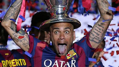 ألفيش: ميسي أقنعني بالاستمرار مع برشلونة