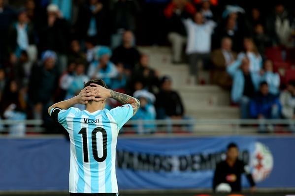 ثلاثة من لاعبي الأرجنتين مهددون بالغياب عن النهائي