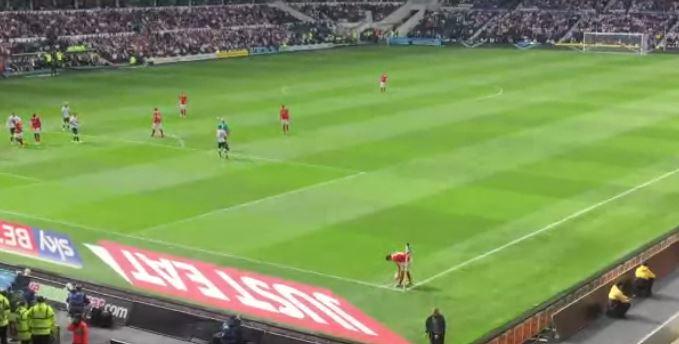 بالفيديو: لاعب ينفذ أسوأ ضربة ركنية في عام 2015