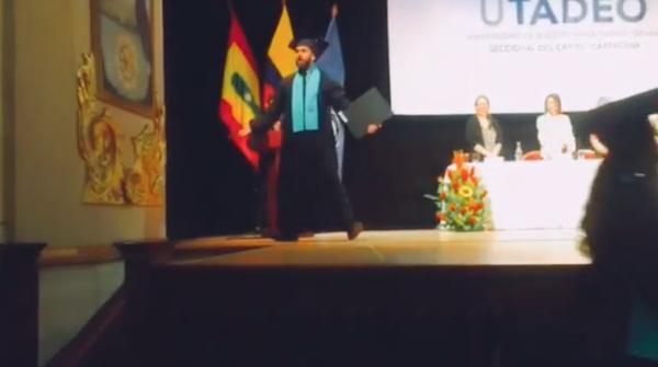 بالفيديو: طالب جامعي يحتفل بتخرجه على طريقة رونالدو