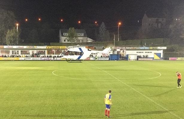 فيديو: هبوط طائرة هليكوبتر داخل ملعب أثناء مباراة كرة قدم
