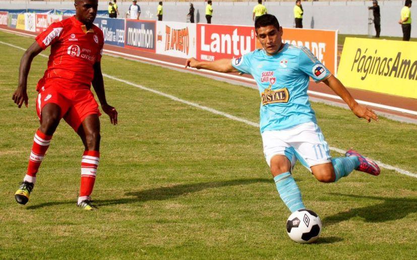بالفيديو: حكم يصنع هدفاً في الدوري البيروفي