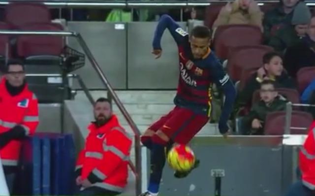شاهد: نيمار يظهر مهارة فائقة في استقبال الكرة