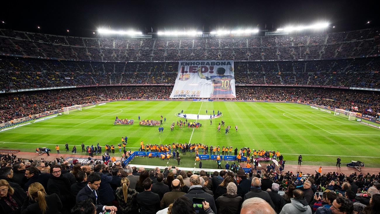 صورة: جماهير برشلونة تكرم ميسي على طريقتها الخاصة