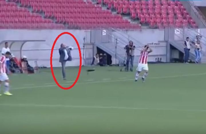 بالفيديو: مهارة رائعة من مدرب برازيلي أثناء مباراة فريقه