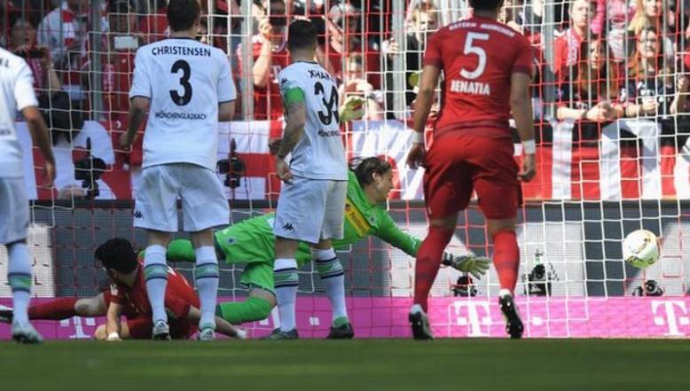 بالفيديو: مونشنجلادباخ يحرم بايرن ميونخ من التتويج بلقب الدوري الألماني