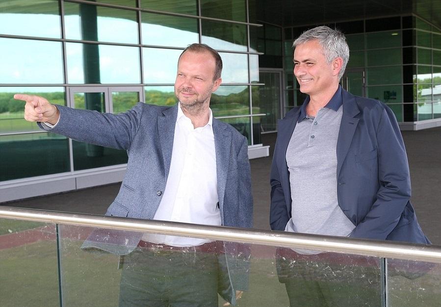 بالصور … مورينيو يزور مقر تدريبات مانشستر يونايتد لأول مرة