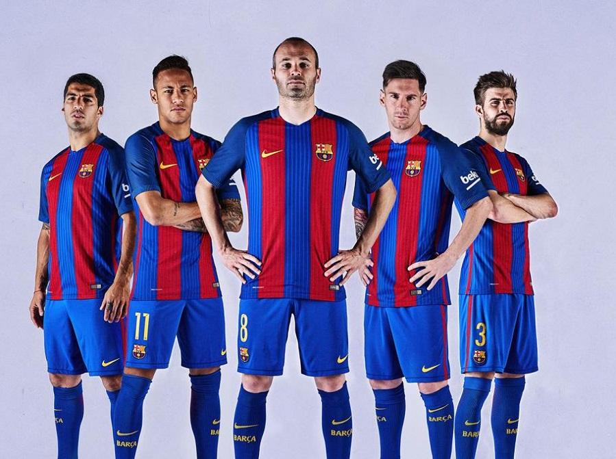 صور … برشلونة يكشف رسمياً عن قميصه في الموسم المقبل