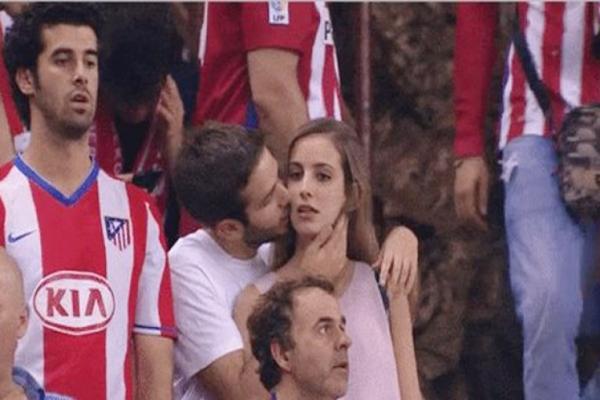 صورة: تونسية تطلب الطلاق من زوجها بعد أن فضحته الكاميرات في نهائي دوري الأبطال !!