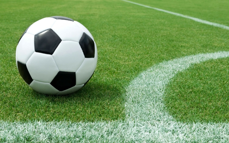 مفاجأة: طرد لاعب سويدي بسبب إخراج ريح في الملعب