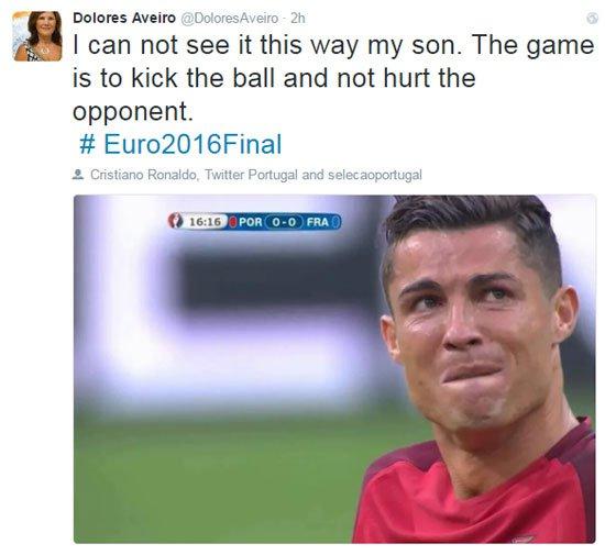 صورة: والدة رونالدو تتهم باييت بتعمد إصابة رونالدو في نهائي اليورو