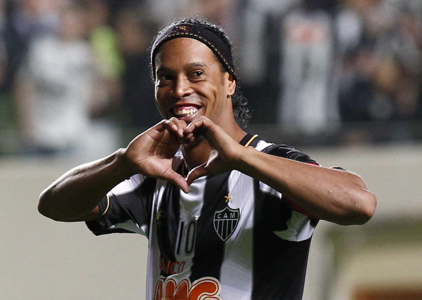 رسمياً … رونالدينيو يعلن اعتزاله كرة القدم