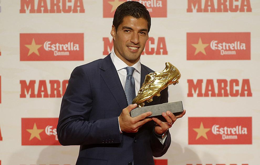 بالصور:  سواريز يتسلم جائزة الحذاء الذهبي عن الموسم الماضي