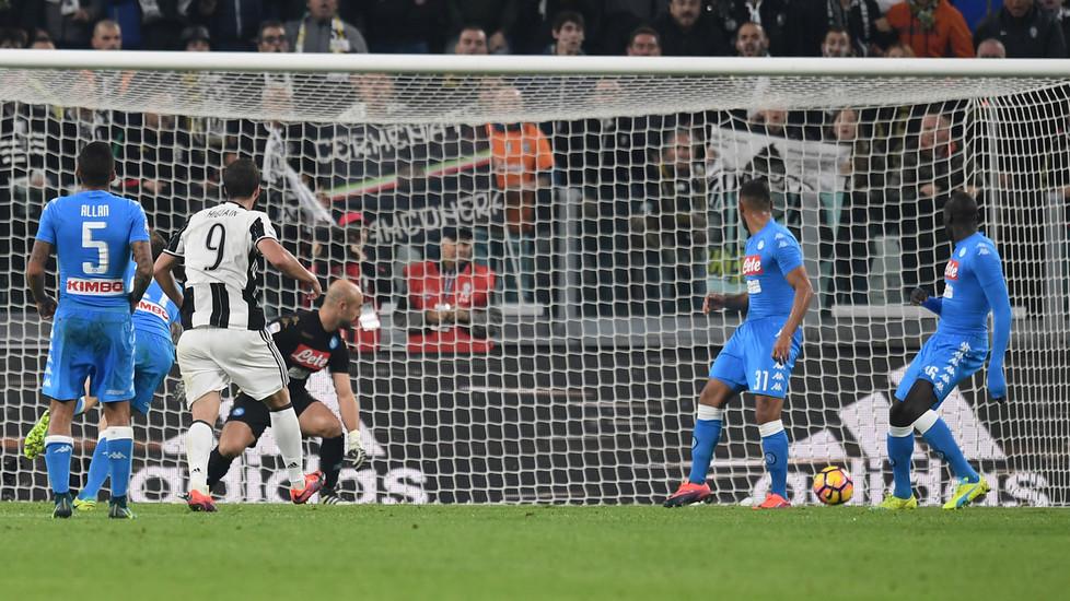 بالفيديو: يوفنتوس يهزم نابولي في قمة الدوري الإيطالي