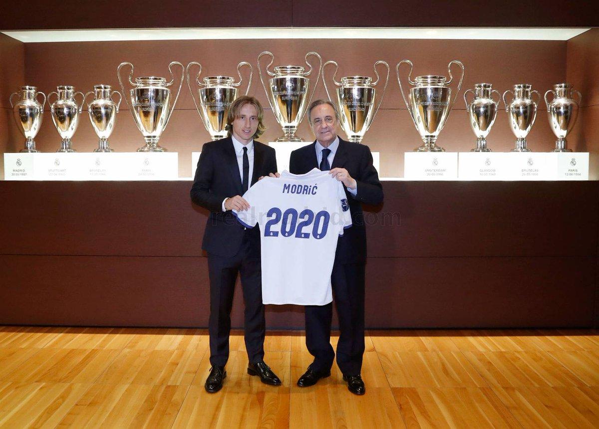 بالصور: لوكا مودريتش يجدد لريال مدريد تعاقده رسمياً حتى 2020