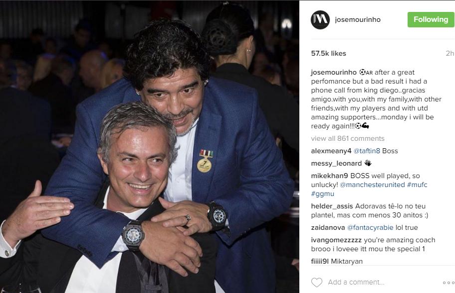 صورة: مورينيو يتلقى اتصالاً من مارادونا بعد التعادل مع آرسنال