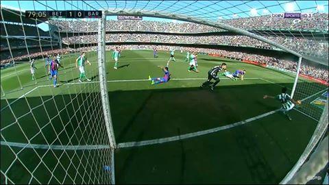 صدق أو لا تصدق … هذا الهدف لم يتم احتسابه في مباراة برشلونة وبيتيس