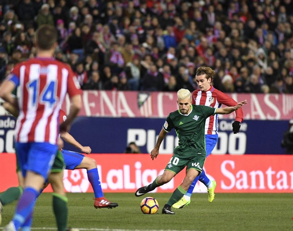بالفيديو: أتلتيكو مدريد يجتاز ريال بيتيس بصعوبة
