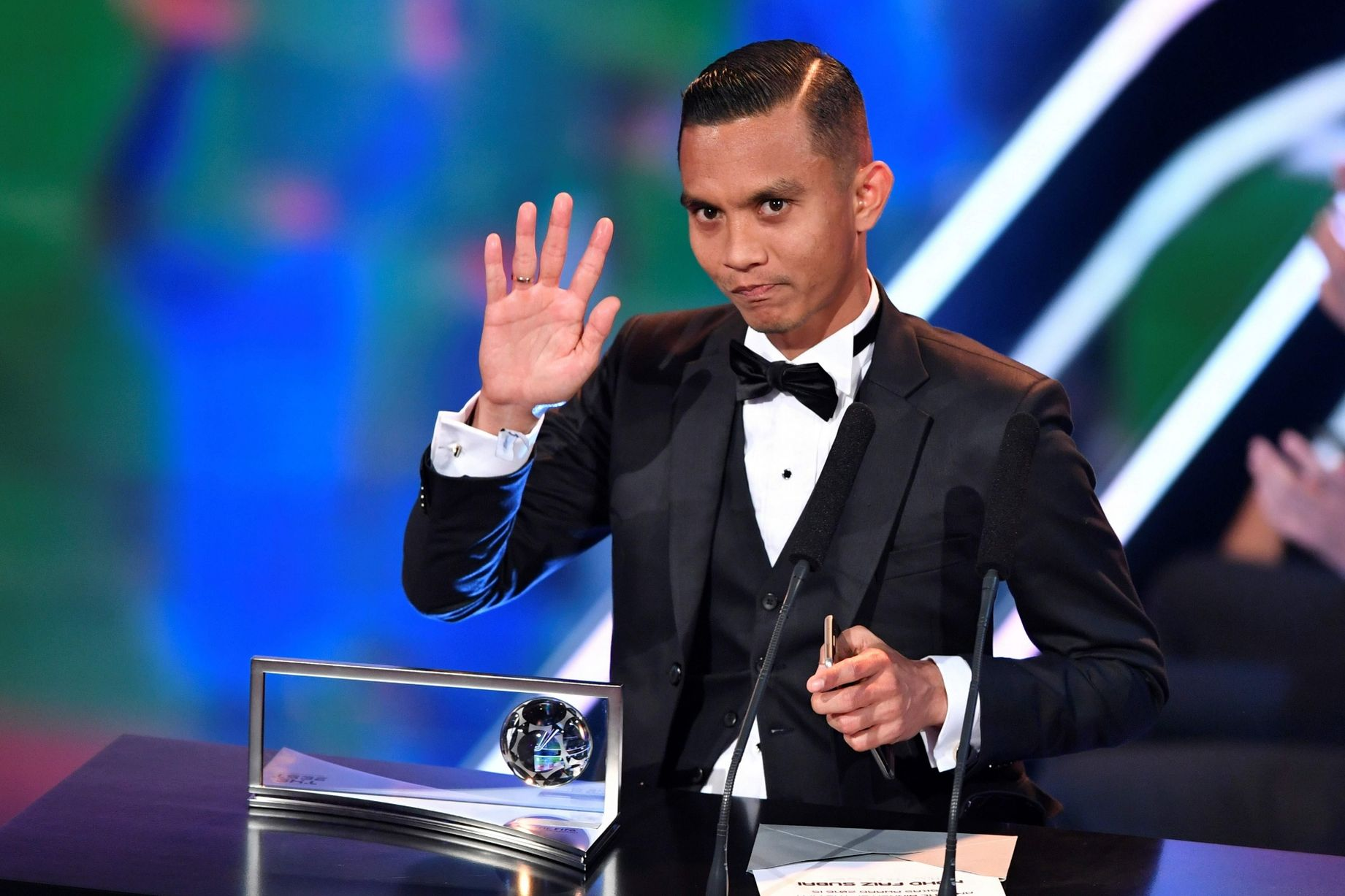 شاهد … الماليزي صبري يفوز بجائزة بوشكاش
