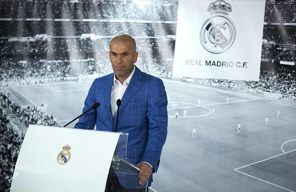 زيدان يطلب من ريال مدريد ضم لاعب برشلونة السابق !!!