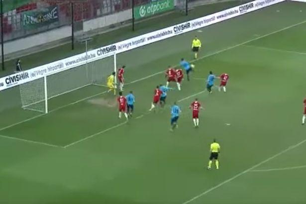 شاهد … لاعب هنغاري يسجل أجمل أهداف الموسم حتى الآن