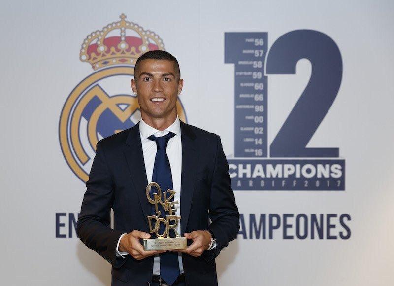 """رسمياً … مجلة """"أونزي مونديال"""" تختار رونالدو كأفضل لاعب في العالم"""