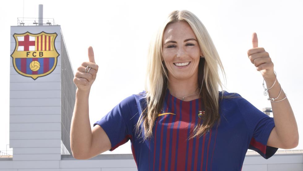 رسمياً … برشلونة يحسم صفقة جديدة من مانشستر سيتي الإنجليزي
