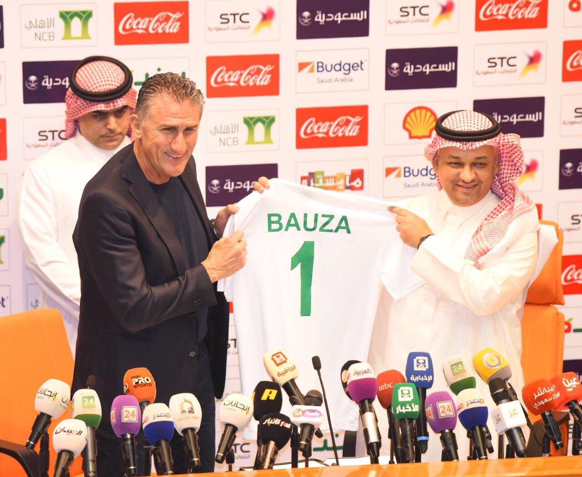 رسمياً … الأرجنتيني باوزا يوقع عقد تدريب مع السعودية