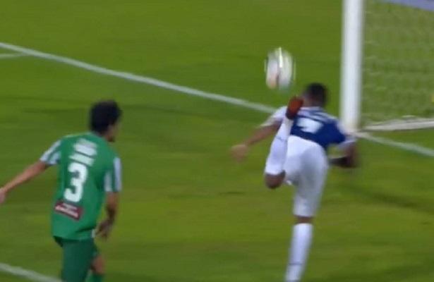 """شاهد … هدف خرافي بـ """"ركلة العقرب"""" في الدوري البرتغالي"""