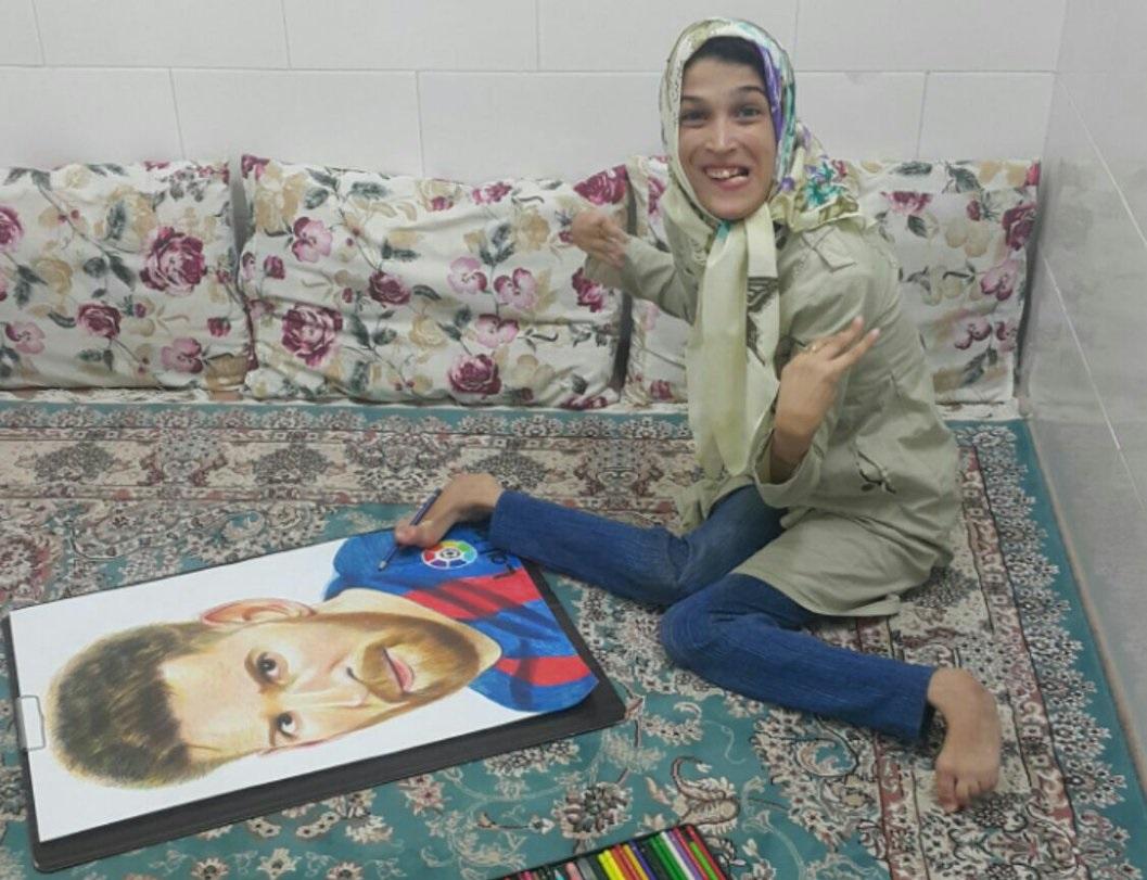 شاهد … فنانة إيرانية ترسم نجوم الليغا بقدمها