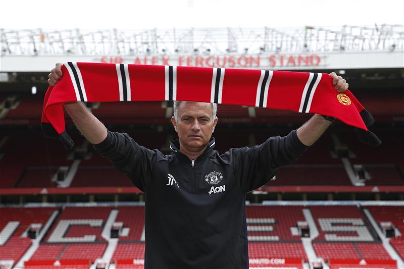 """مورينيو يتلقى أول """"صفعة"""" من إدارة مانشستر يونايتد"""
