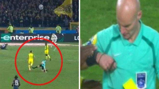 شاهد … طرد غريب للاعب في الدوري الفرنسي
