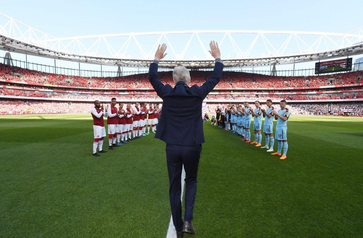 شاهد … تكريم خاص للمدرب أرسين فينغر في أخر مباراة له على ملعب أرسنال