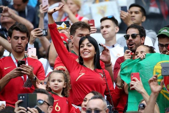 شاهد … جورجينا تُساند رونالدو أمام المغرب