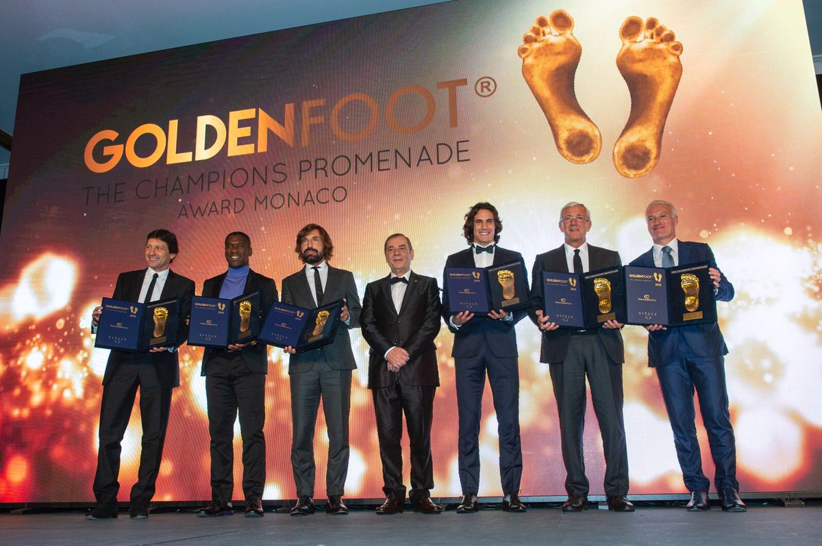 شاهد … كافاني يفوز بجائزة القدم الذهبية لعام 2018