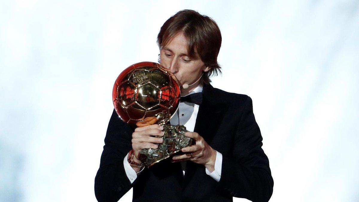 عاجل ورسمياً …. لوكا مودريتش يفوز بجائزة الكرة الذهبية