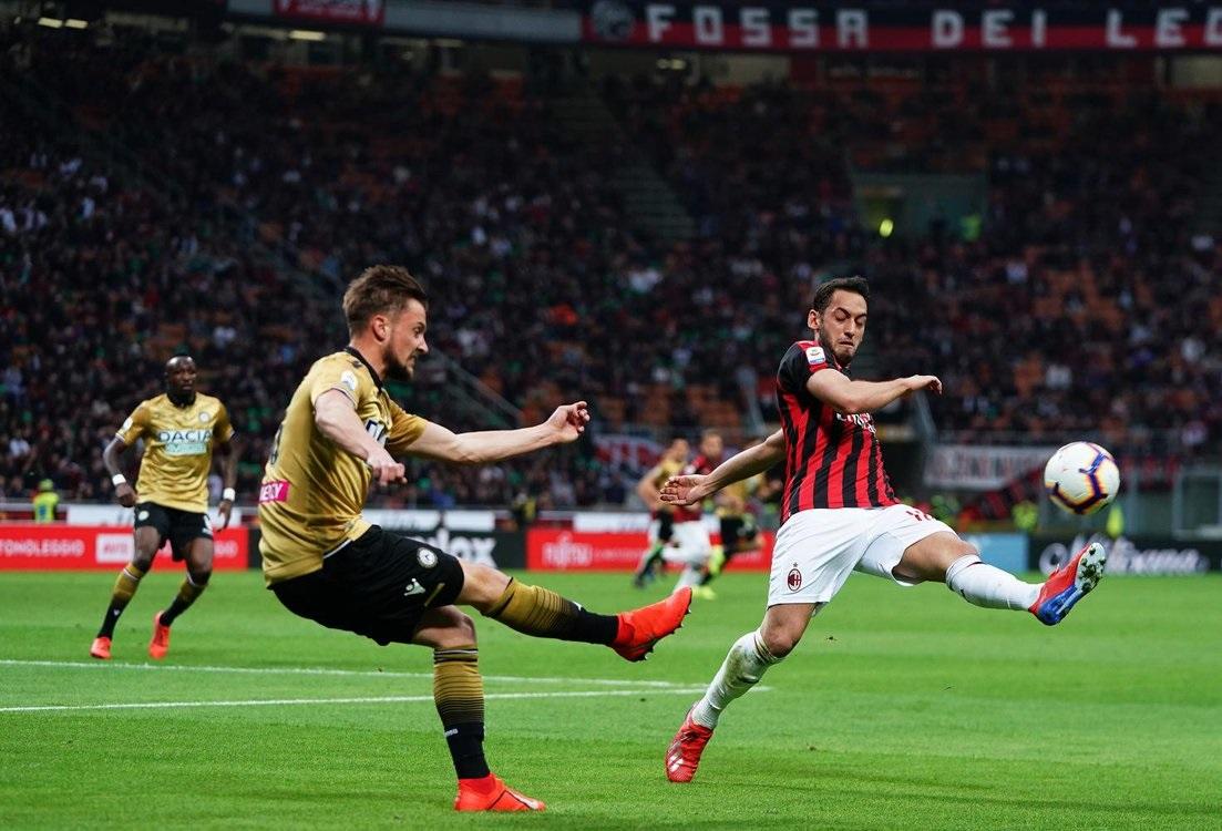 ميلان يسقط في فخ التعادل أمام أودينيزي في الدوري الإيطالي