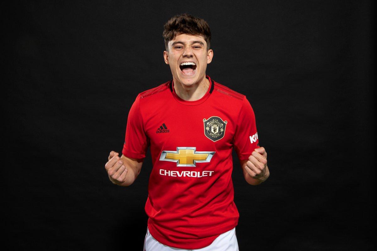 رسمياً … دانيال جيمس يظهر بقميص مانشستر يونايتد لأول مرة
