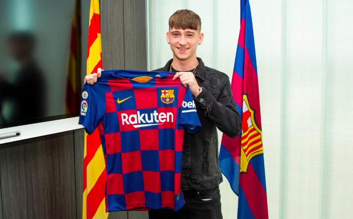 """رسمياً … برشلونة يضم الجوهرة الإنجليزية """"لوي باري"""""""