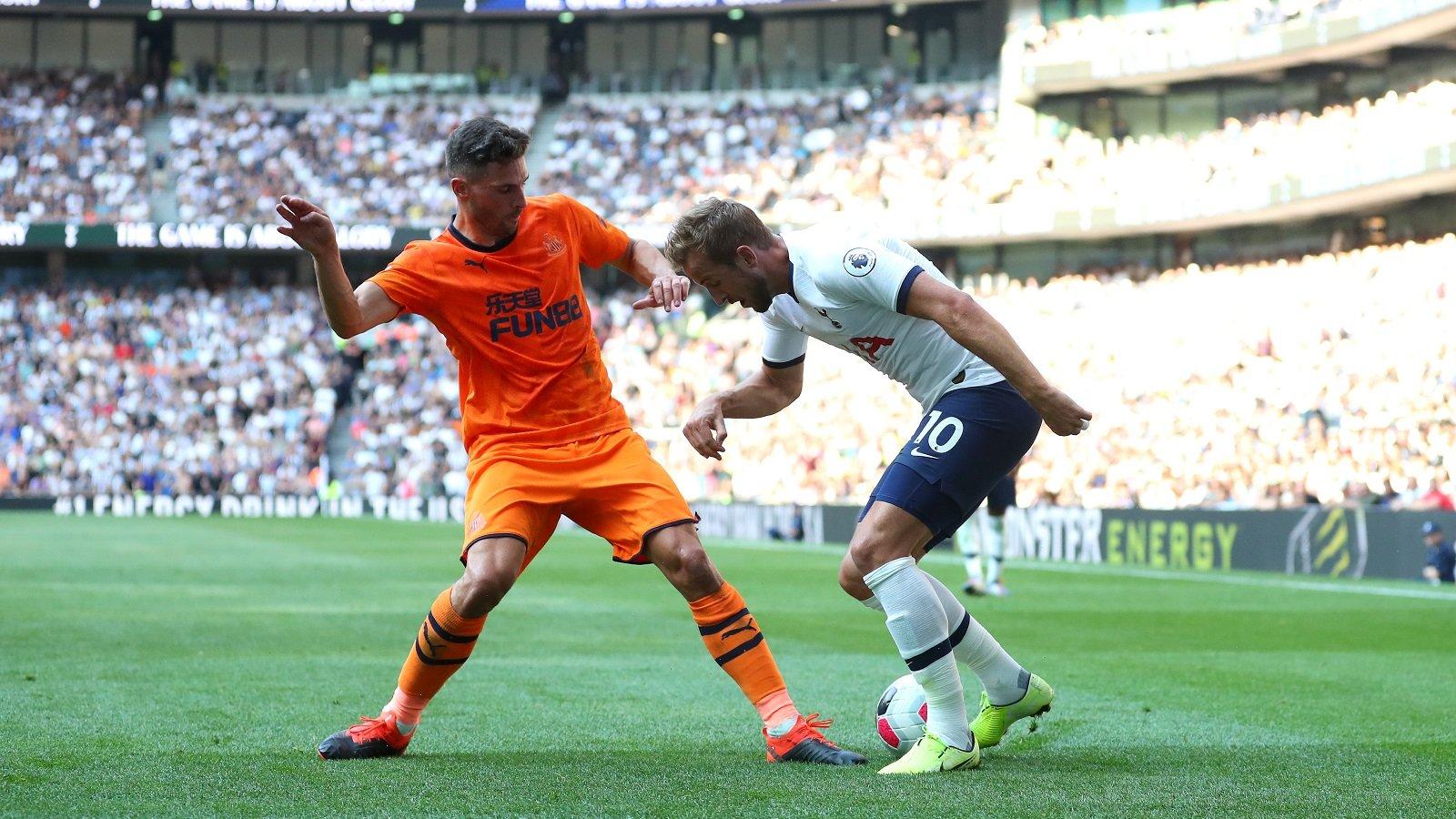 نيوكاسل يقتنص ثلاث نقاط من توتنهام في الدوري الإنجليزي