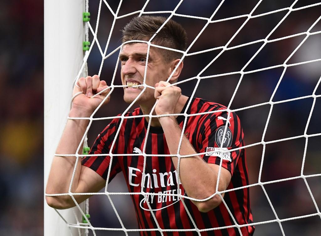 ميلان يسقط مجدداً أمام فيورنتينا في الدوري الإيطالي