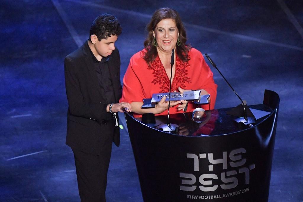 شاهد … سيلفيا جريكو تفوز بجائزة أفضل مشجع في العالم لعام 2019