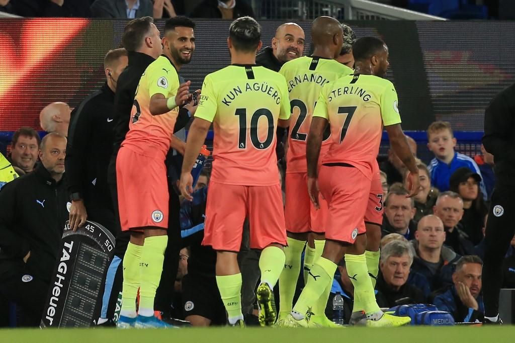 مانشستر سيتي يهزم إيفرتون بثثلاثية في الدوري الإنجليزي