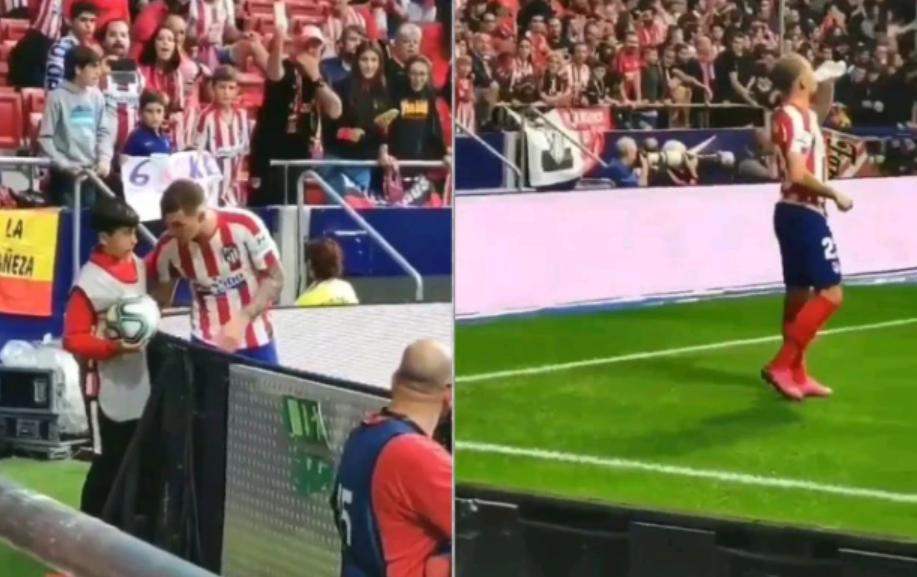 """شاهد … موقف طريف لمدافع أتلتيكو مدريد """"كيران تريبير"""""""
