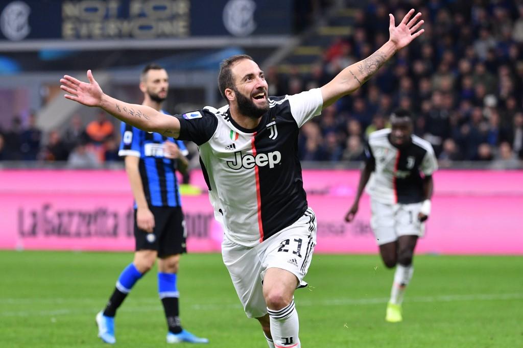 يوفنتوس يهزم إنتر ميلان ويعتلي صدارة الدوري الإيطالي