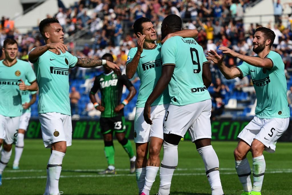 إنتر ميلان يحقق فوز مثير على حساب ساسولو في الدوري الإيطالي